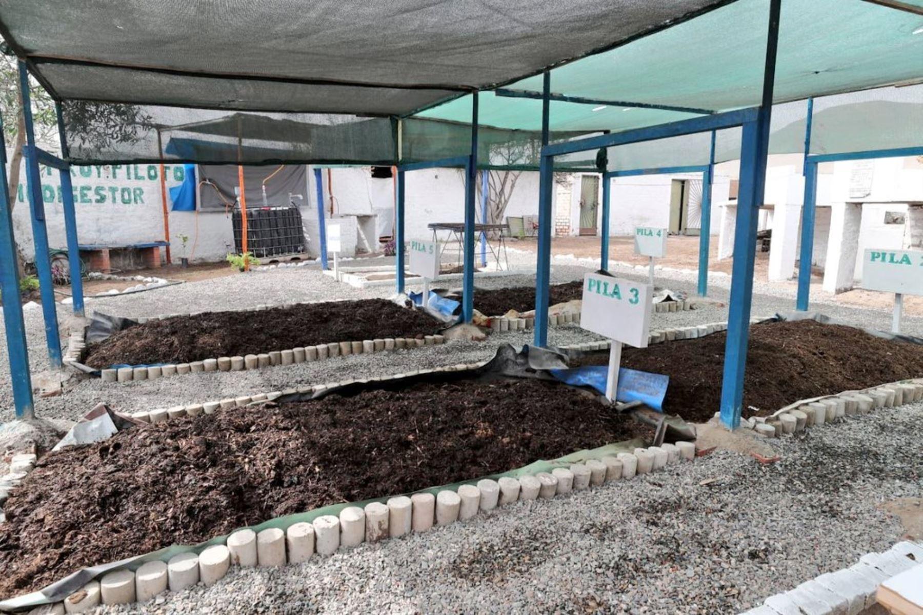 En la visita también se hizo un recorrido por las instalaciones de la planta de #reciclajeSímbolo universal de reciclaje, en donde el representante de municipalidad explicó el proceso de valorización de los residuos inorgánicos. Foto: ANDINA/Minam