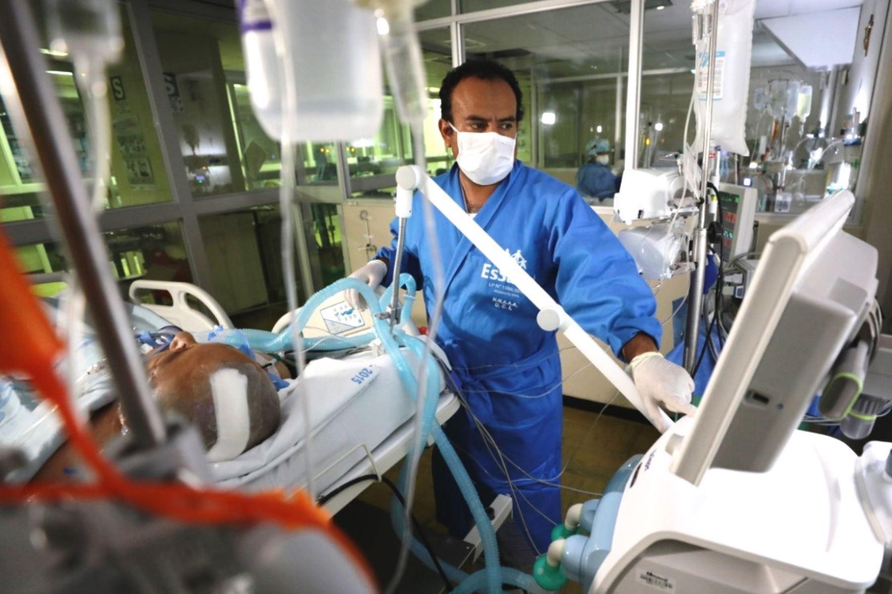 EsSalud suscribió contratos con 12 clínicas para atender a pacientes covid-19. Foto: ANDINA/Difusión.