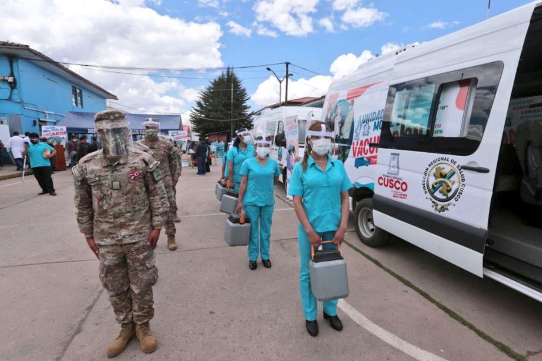 """El Minsa y la Diresa Cusco lanzan la actividad  """"Vacuna Móvil Regional"""", compuesto por unidades móviles de vacunación que trasladarán a las brigadas para inmunizar a la población que habita en lugares alejados. Foto: Minsa"""