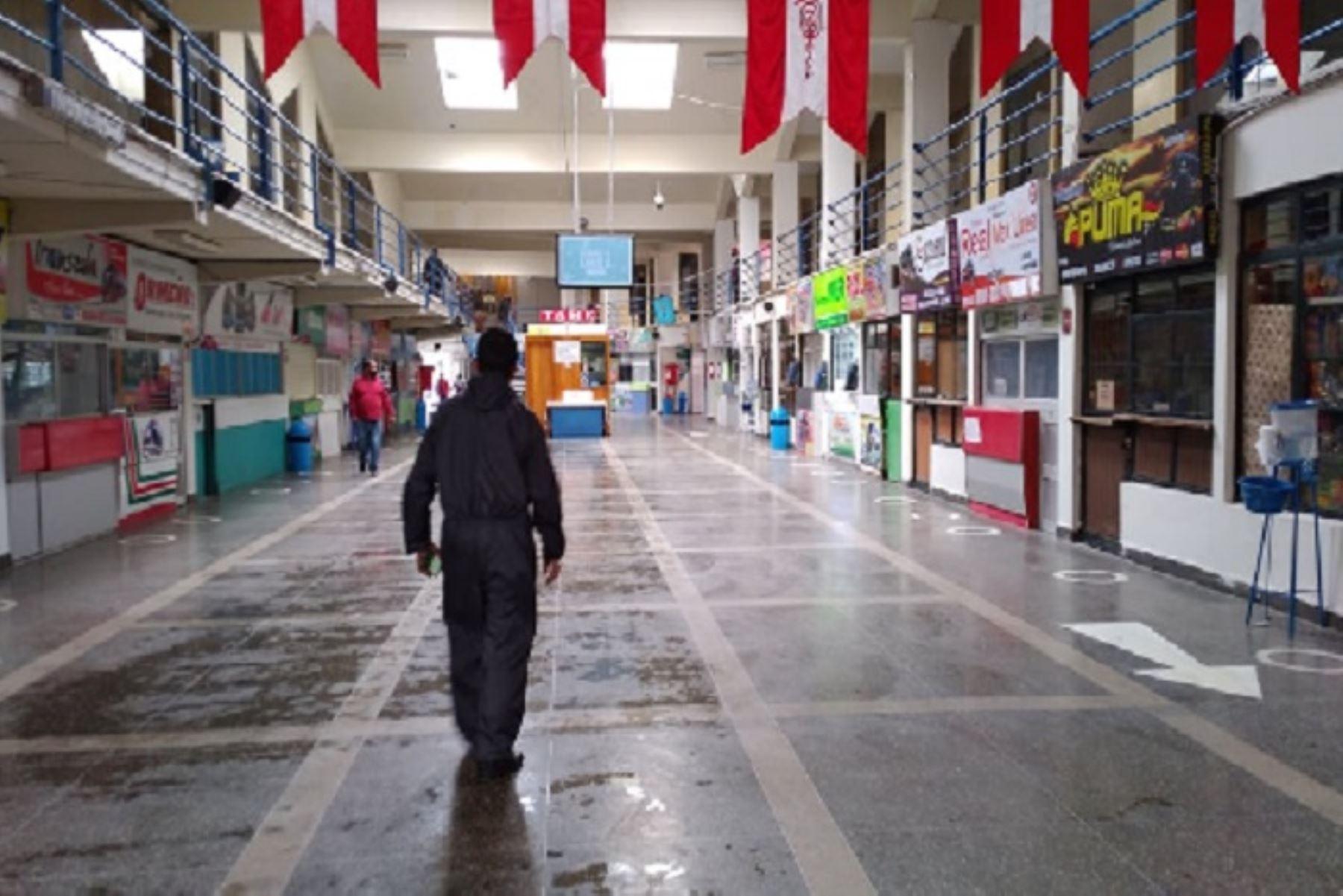 Desde hoy queda suspendido el servicio de transporte interprovincial de pasajeros a las provincias declaradas en cuarentena por incremento de casos de covid-19. ANDINA/Difusión