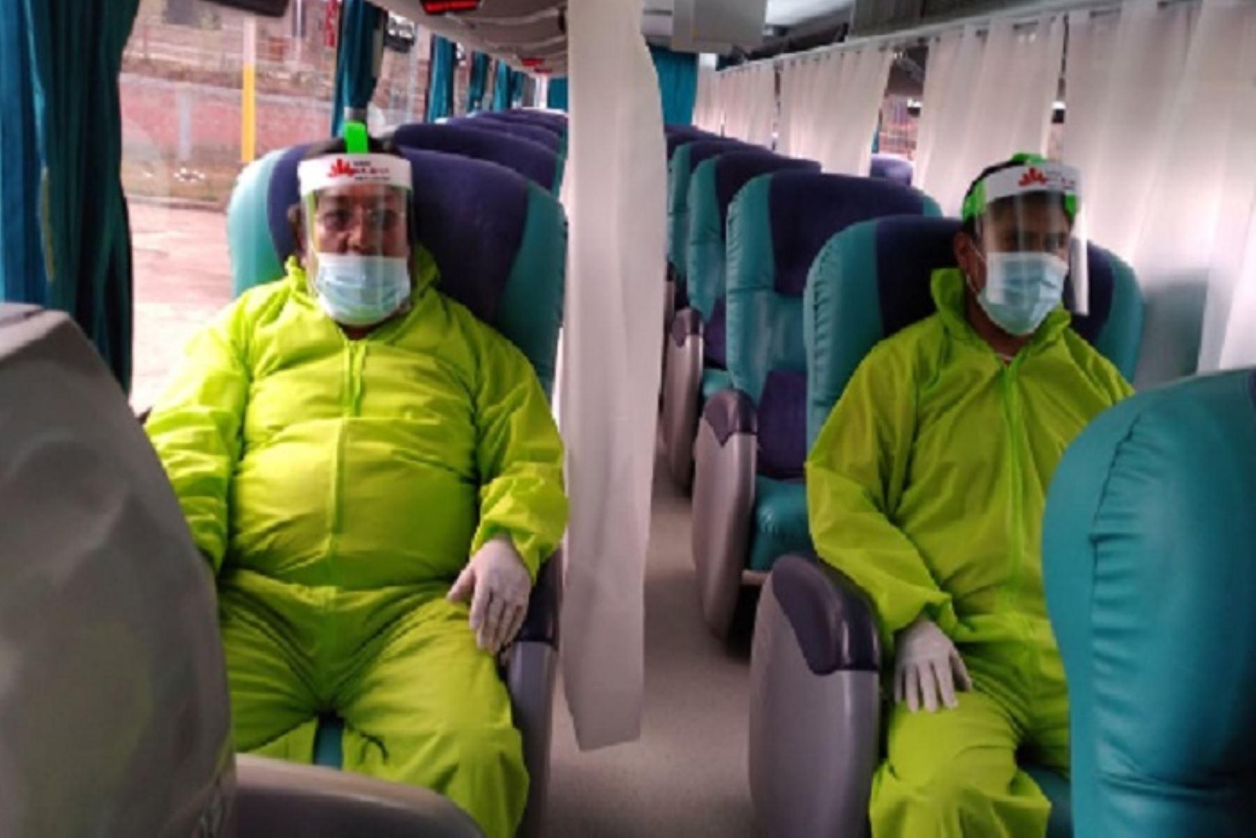 Evitar conversar durante el viaje mejora la prevención del contagio de covid-19 en los viajes interprovinciales. ANDINA/Difusión