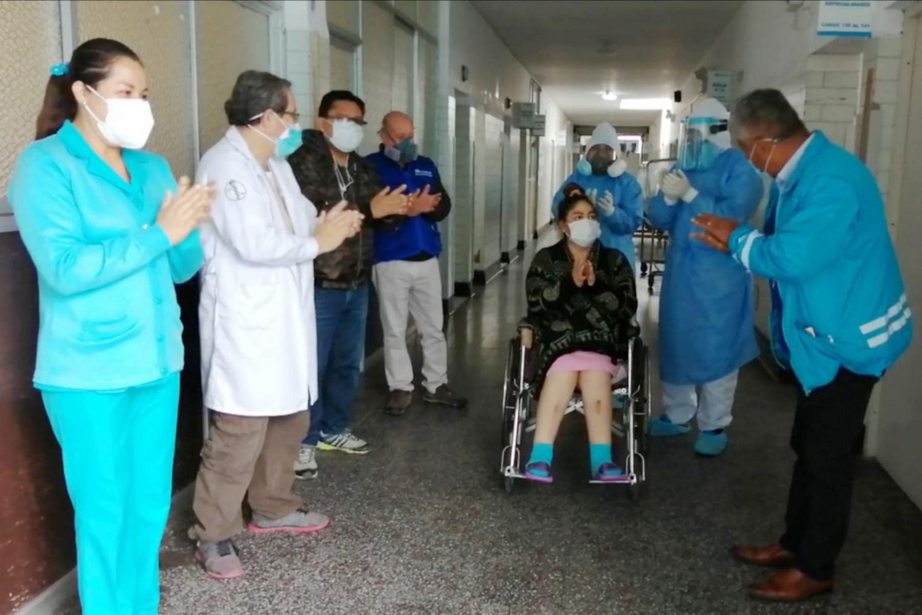 Técnica de enfermería de 34 años, madre de dos hijas, permaneció conectada a un ventilador mecánico en la UCI del Hospital III Chimbote de EsSalud.