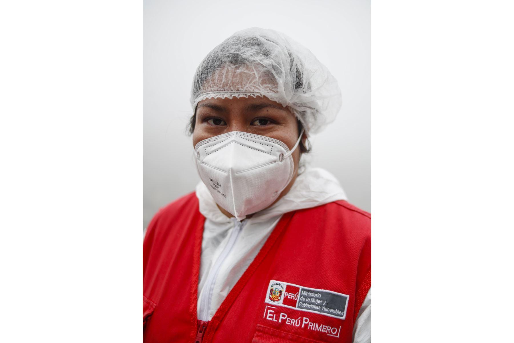 """Kattia Olivares Santos, trabajadora social. Especialista familiar de """"Acercándonos"""" del Inabif.  Foto: ANDINA/Renato Pajuelo"""