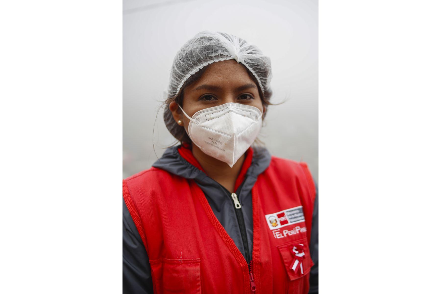 Wendy Lanegra Ascarate, fisioterapista. Especialista del programa 142 Adulto Mayor del Inabif. Foto: ANDINA/Renato Pajuelo