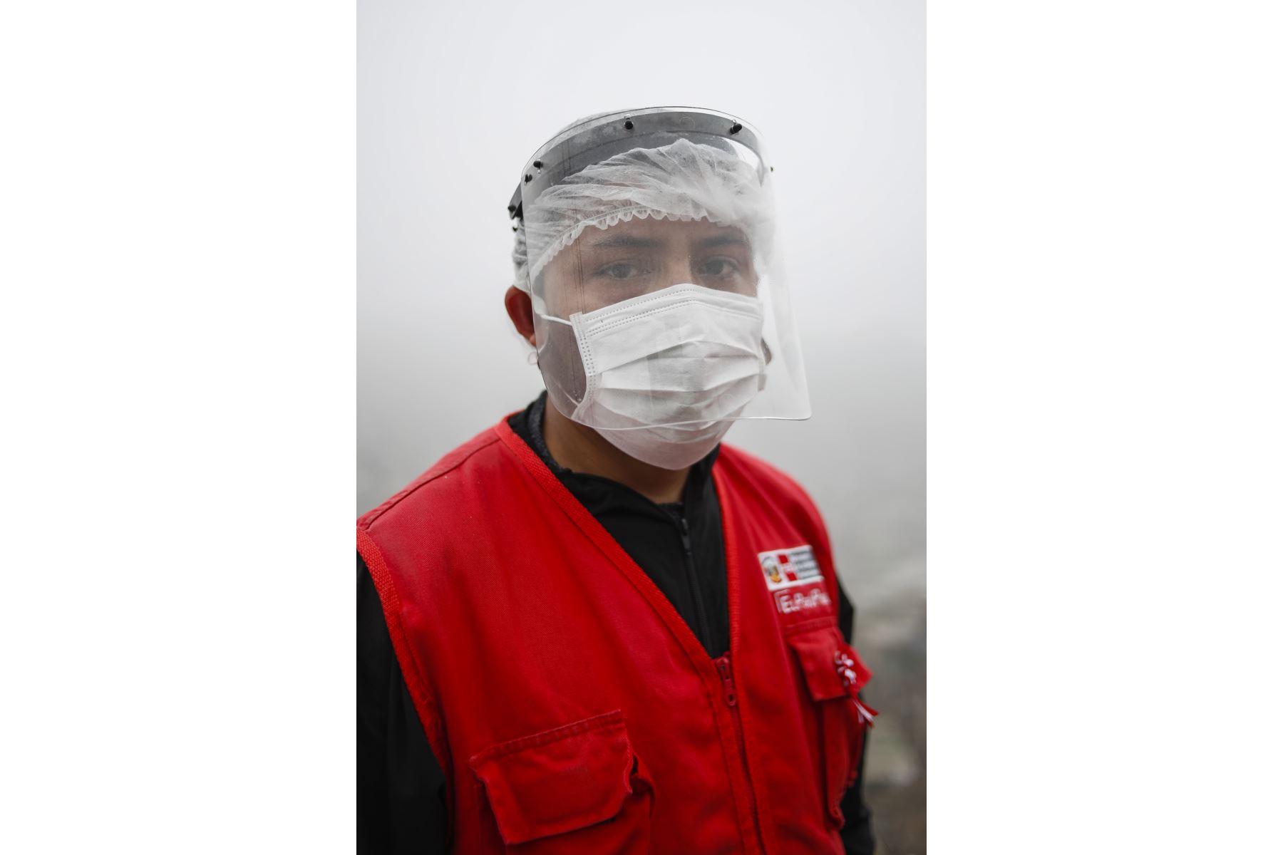 """Johel Murillo Villanueva, trabajador social. Especialista familiar de """"Acercándonos"""" del Inabif. Foto: ANDINA/Renato Pajuelo"""