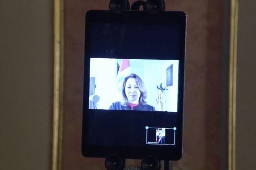 Rocío Barrios juramentó hoy al cargo de ministra de Comercio Exterior y Turismo, de manera virtual, debido a que se encuentra en cuarentena por el coronavirus (covid-19). Foto: ANDINA/ Prensa Presidencia