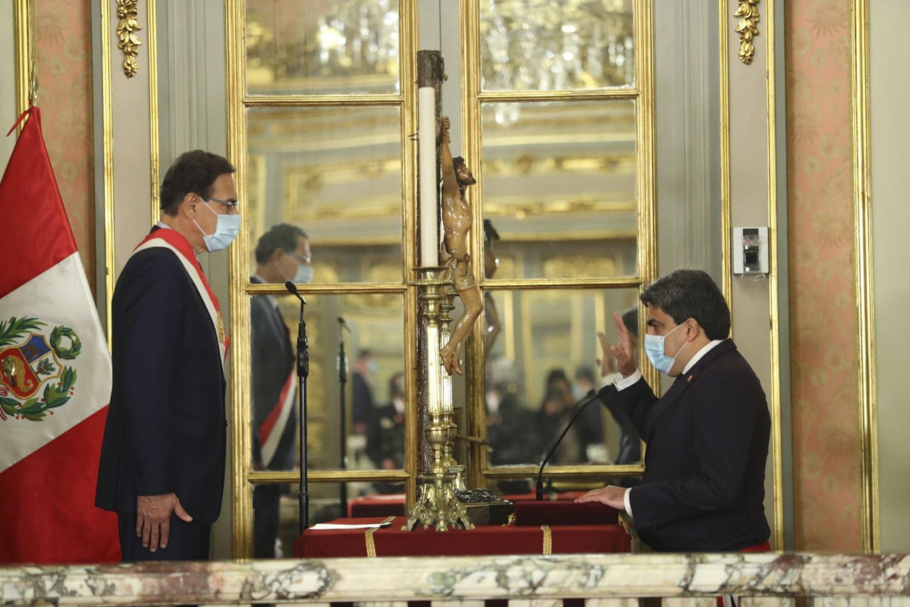 Presidente Martín Vizcarra toma juramento a Martín Benavides como ministro de Educación.Foto: ANDINA/Prensa Presidencia