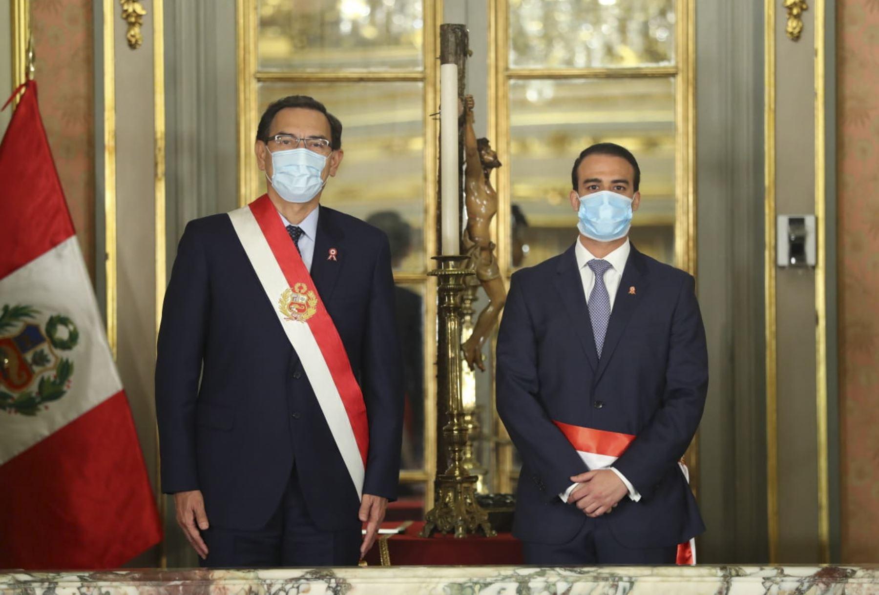Presidente Martín Vizcarra toma juramento a Martín Ruggiero como ministro de Trabajo y Promoción del Empleo. Foto:ANDINA/Prensa Presidencia