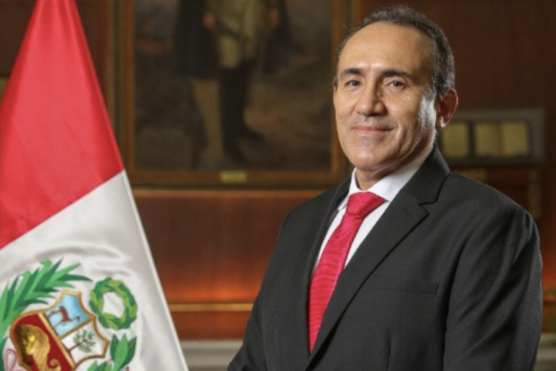 Carlos Estremadoyro.