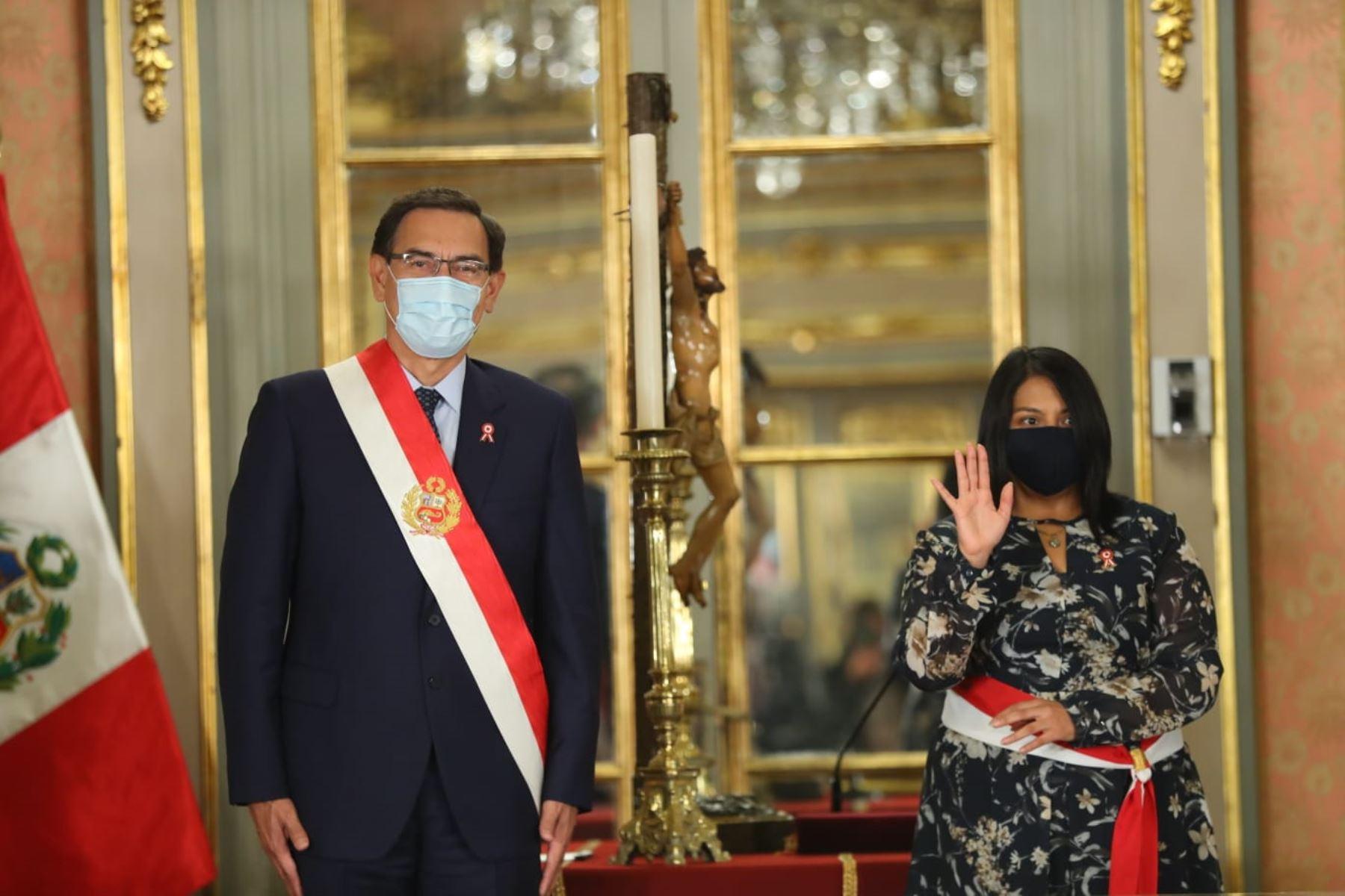 Presidente Martín Vizcarra toma juramento a Ana Neyra, como ministra de Justicia y Derechos Humanos. Foto: ANDINA/Difusión