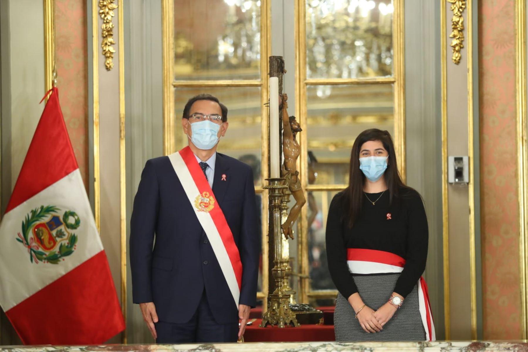 El presidente Martín Vizcarra toma juramento a María Antonieta Alva como ministra de Economía y Finanzas. Foto: ANDINA/ Prensa Presidencia