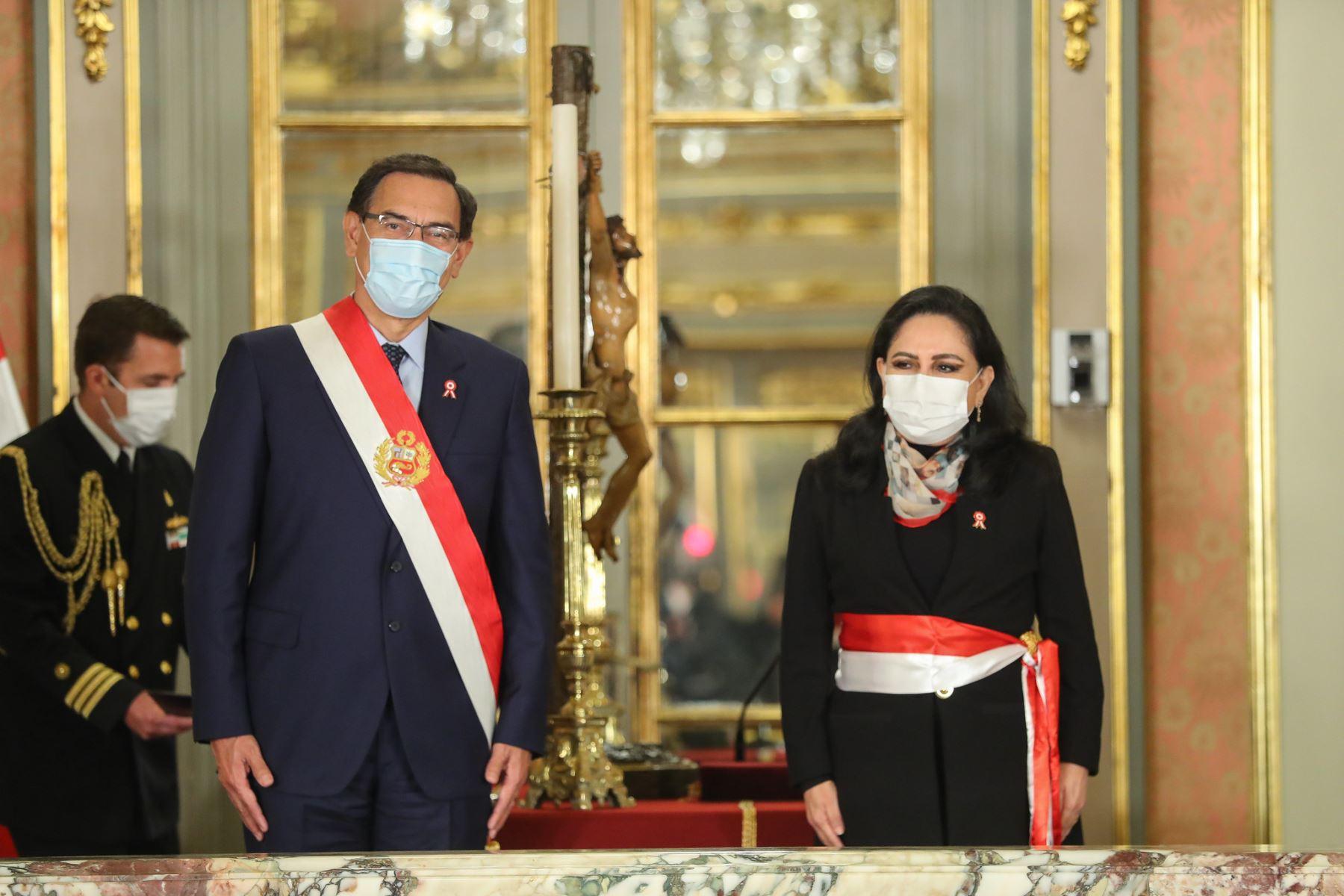 Presidente Martín Vizcarra tomó juramento a Gloria Montenegro como ministra de la Mujer. Foto: ANDINA/Presidencia