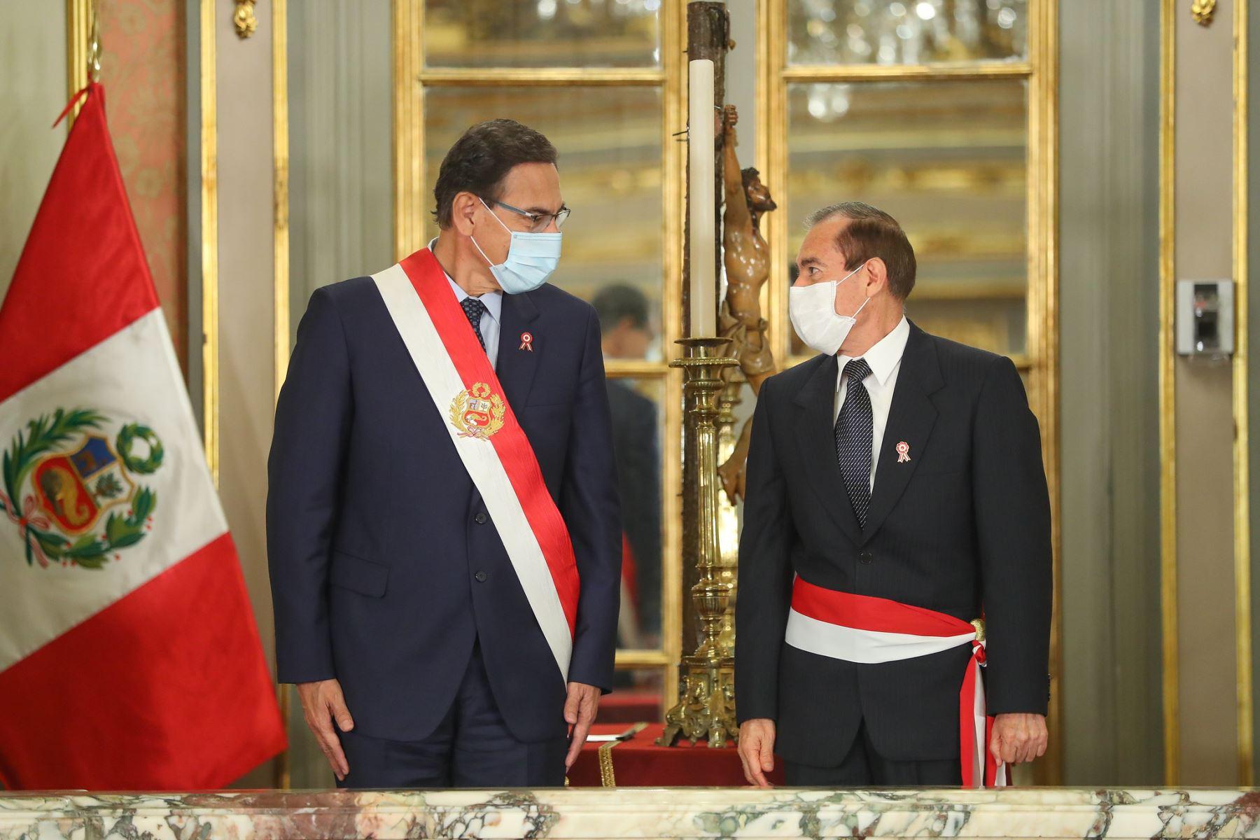 Presidente Martín Vizcarra tomo juramento a Walter Martos como ministro de Defensa. Foto: ANDINA/Presidencia