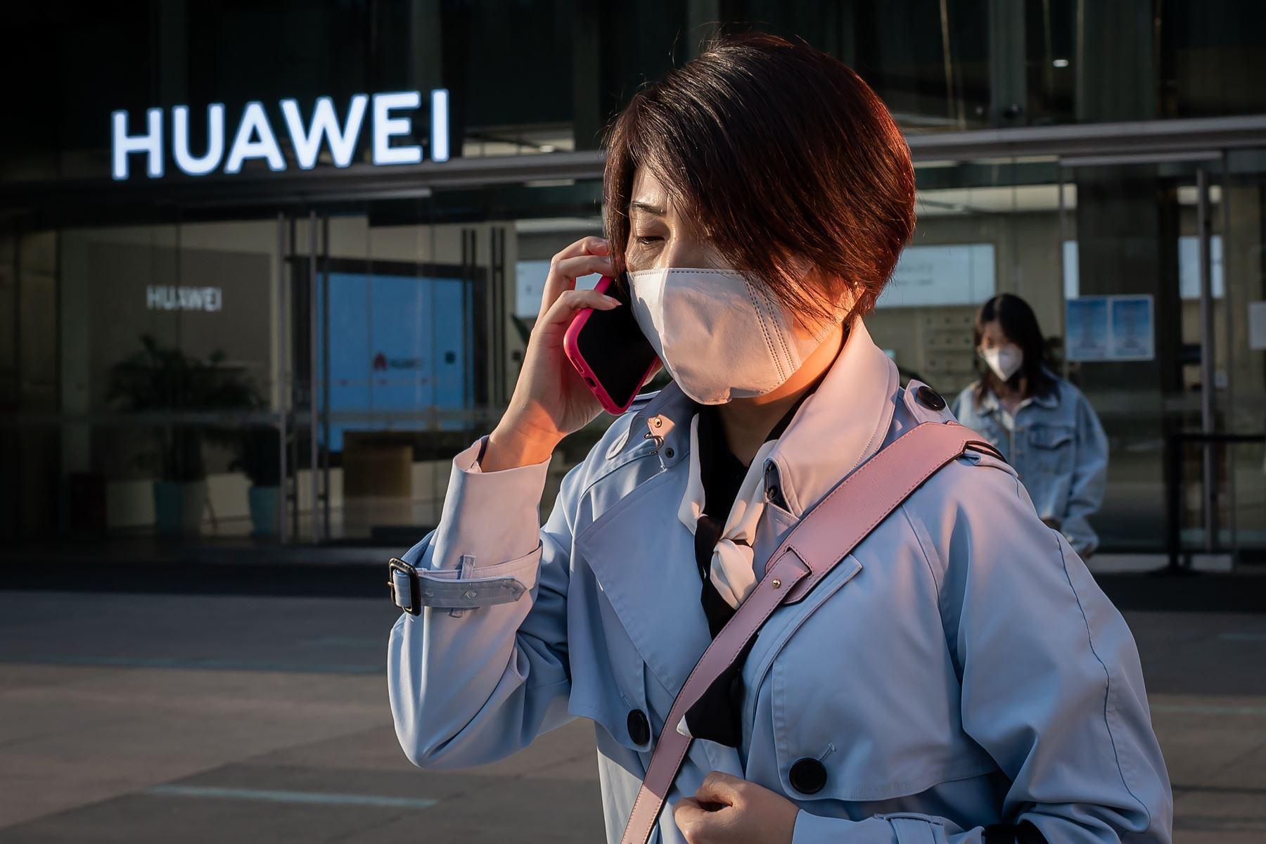 """Pompeo también felicitó a Reino Unido por convertirse en un país """"limpio"""" de la injerencia de Huawei. Foto: AFP"""