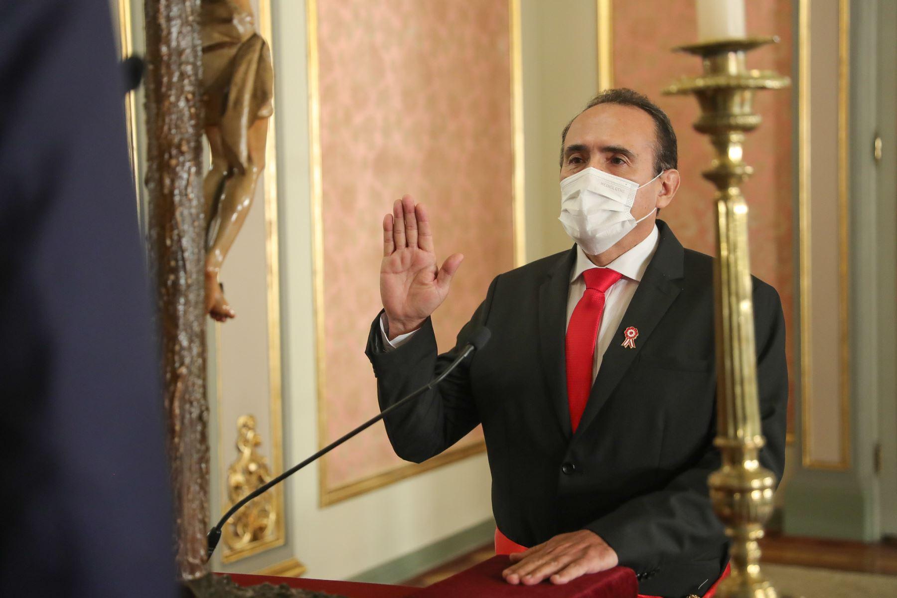 Presidente Martín Vizcarra tomo juramento de Carlos Estremadoyro como ministro de Transportes y Comunicaciones. Foto: ANDINA/Presidencia