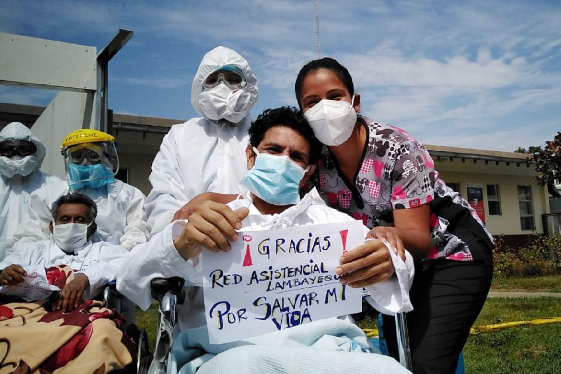 Tres pacientes recuperados del covid-19 fueron dados de alta del Hospital Almanzor Aguinaga Asenjo de Chiclayo. Foto: ANDINA/Difusión