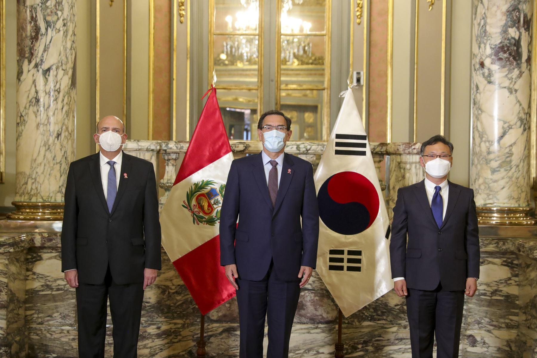 El presidente de la República recibió las cartas credenciales de los embajadores de Corea del Sur. Foto: ANDINA/Prensa Presidencia