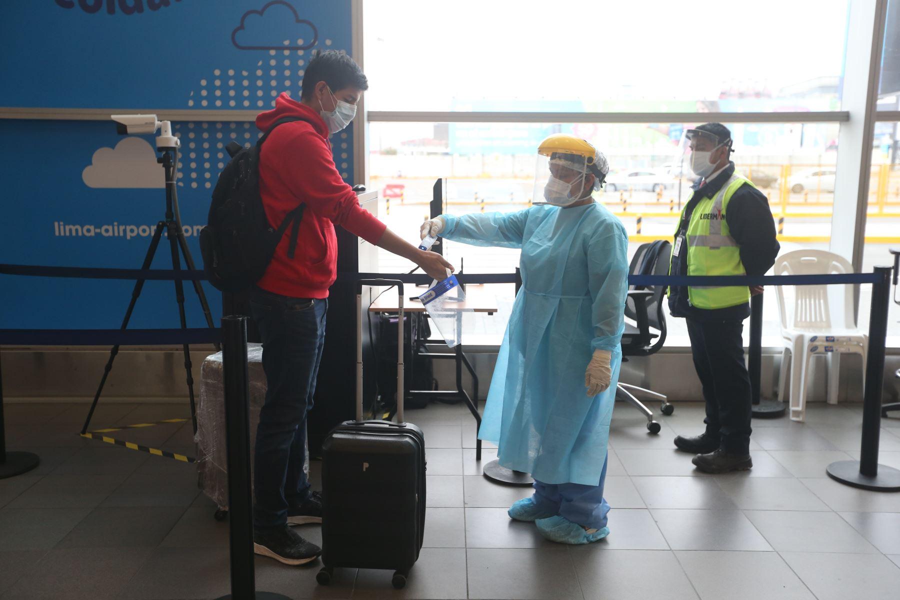 Control sanitario en el Aeropuerto Internacional Jorge Chávez. ANDINA/Jhonel Rodríguez Robles