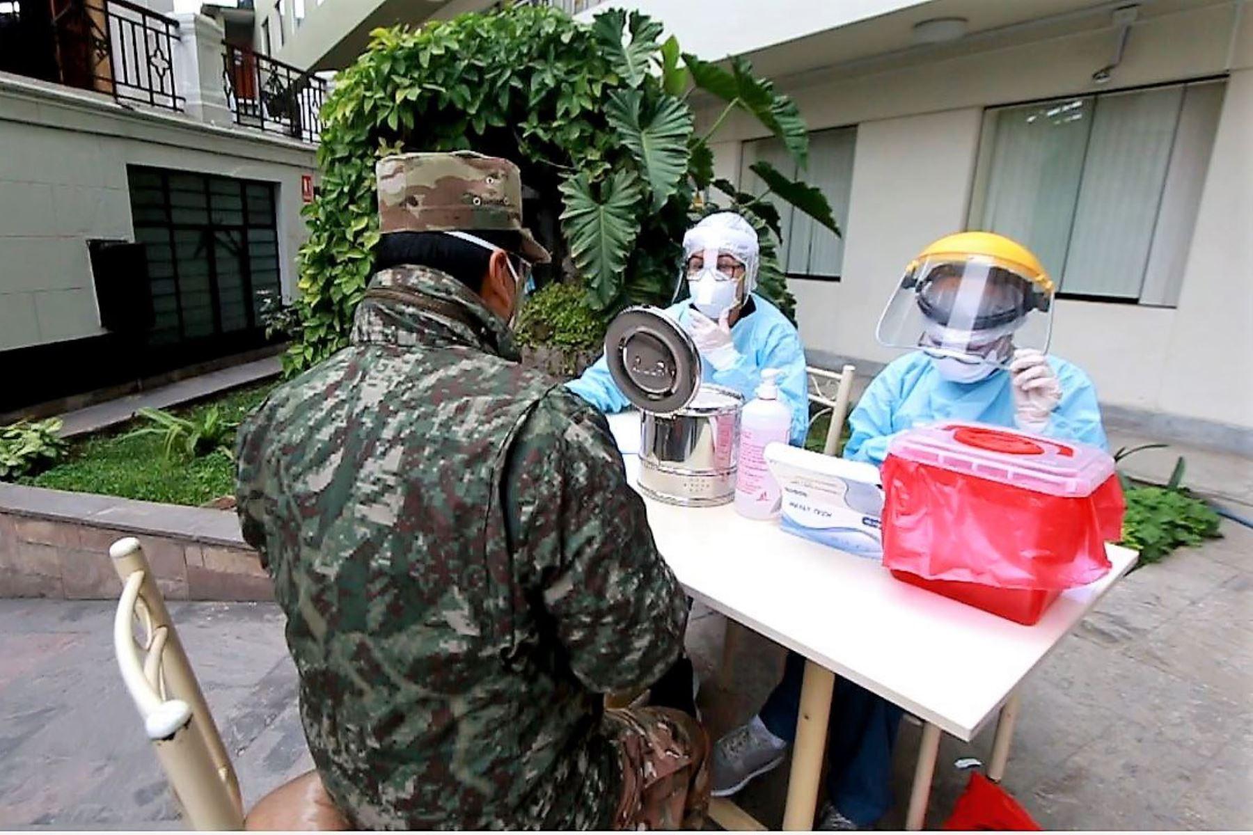 Servidores del Fuero Militar Policial se someterán a pruebas rápidas de covid-19.