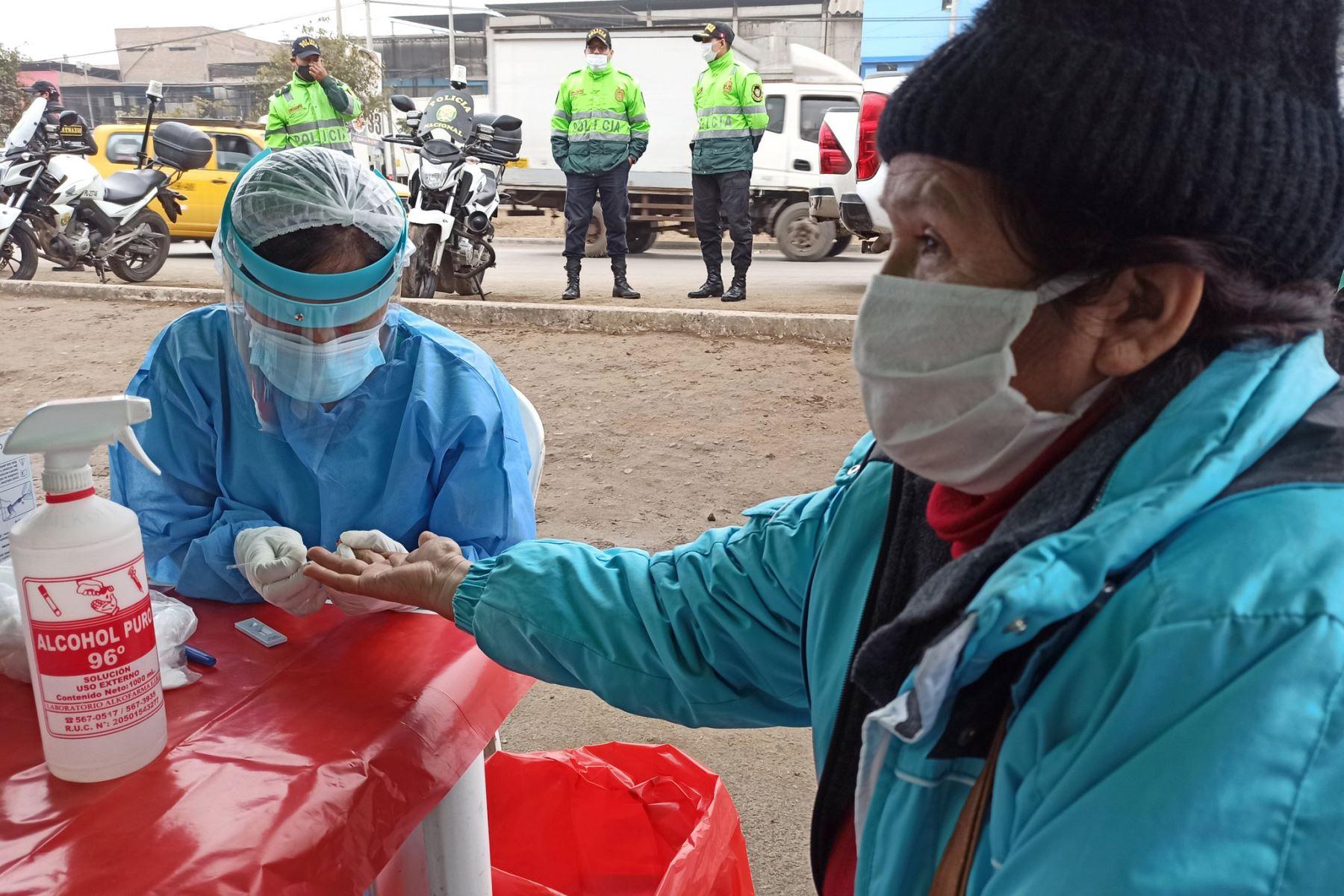 El Minsa indicó que al 31 de julio se han procesado muestras para 2 millones 348,396 personas por covid-19 en el ámbito nacional. Foto: ANDINA/difusión.