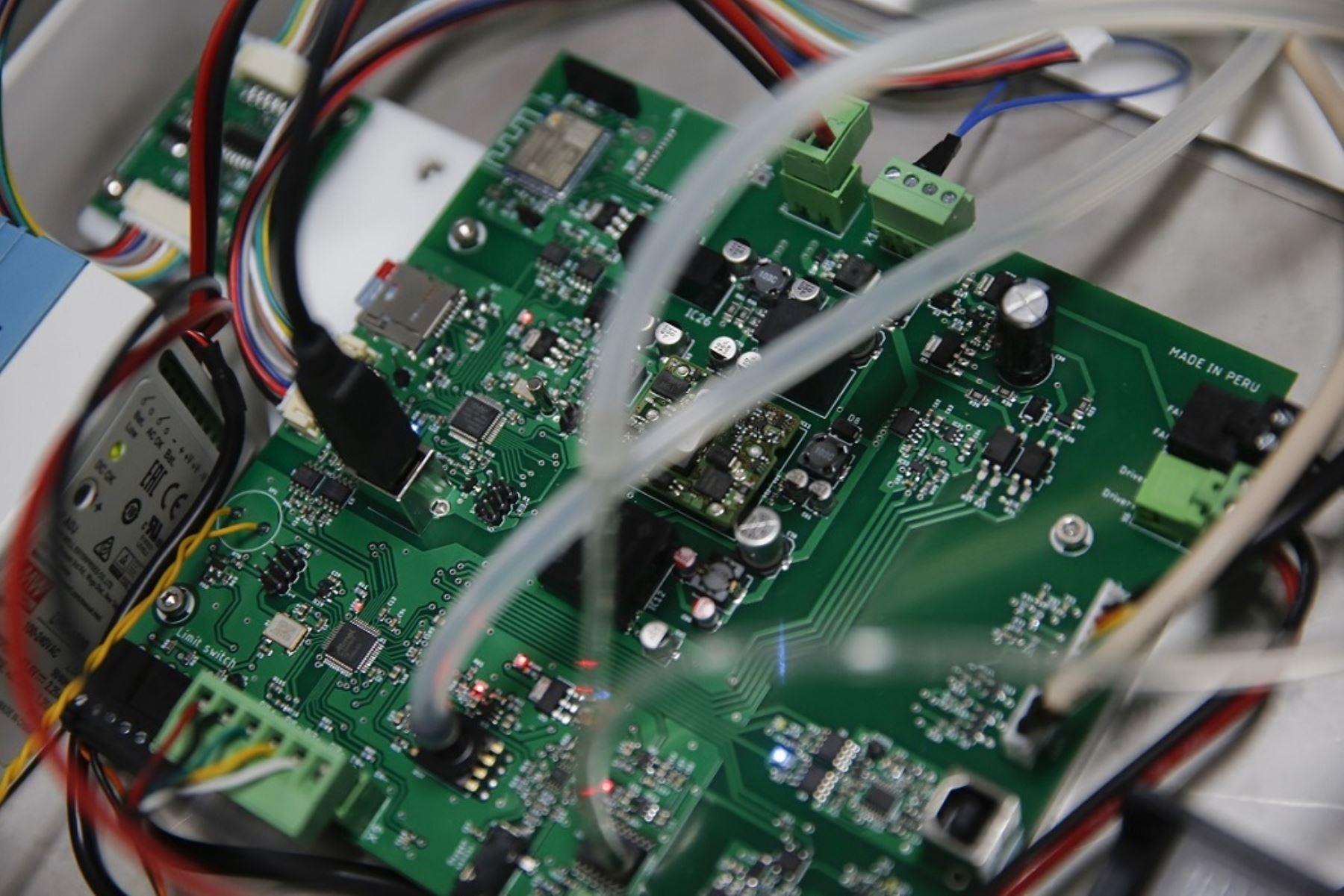 En la fabricación de los ventiladores MASI trabajan más de 60 profesionales. Foto: PUCP
