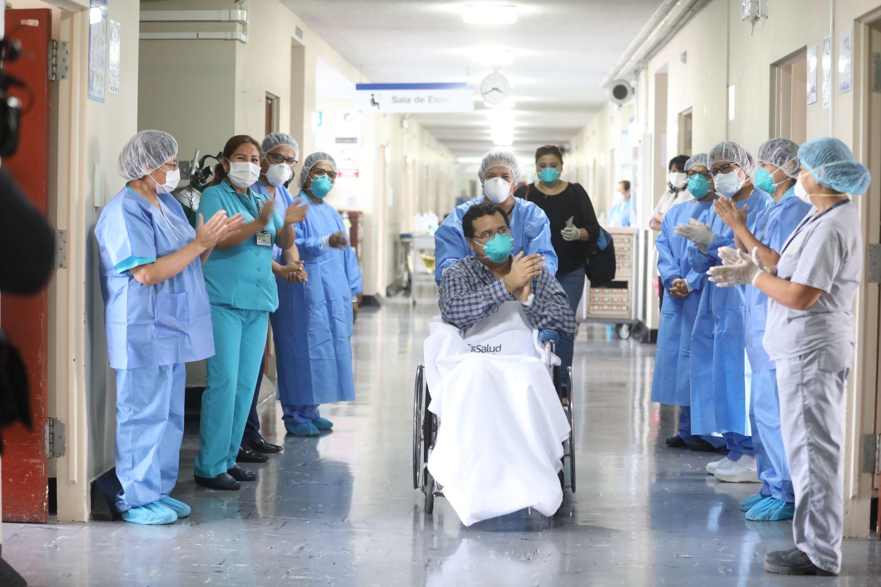 Crece el número de peruanos que consiguieron superar el covid-19, en sus viviendas o establecimientos de salud. ANDINA/Difusión