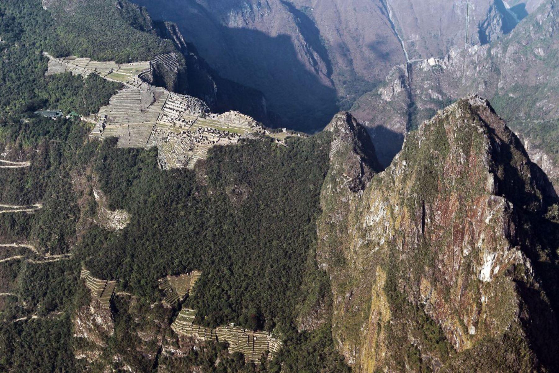Folleto publicado por la agencia nacional peruana Andina que muestra una vista aérea de la ciudadela inca de Machu Picchu, Perú. Foto: ANDINA/Difusión