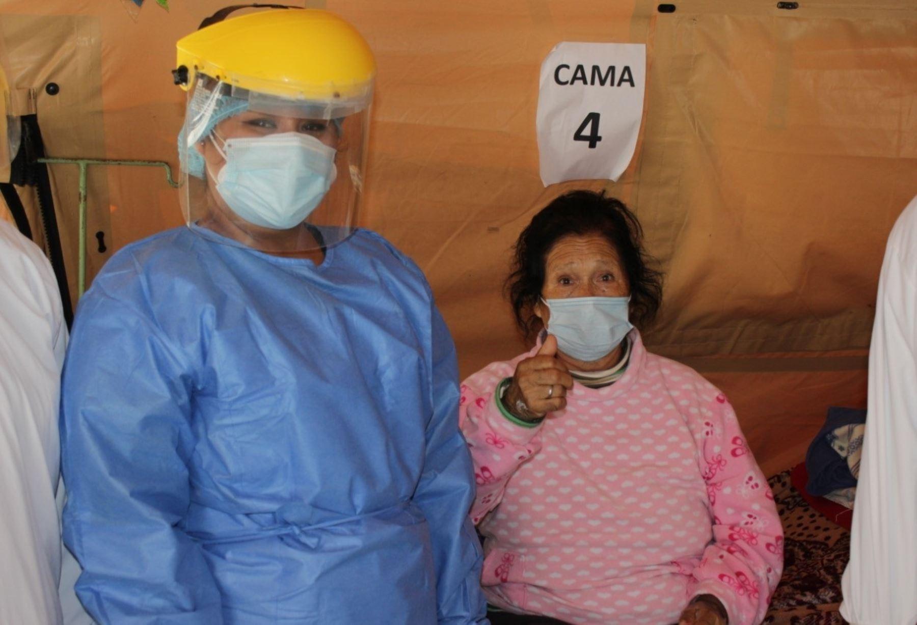 Dos mujeres que pertenecen al grupo de riesgo ante el coronavirus superaron la enfermedad en Chimbote. Una es una adulta mayor de 77 años y la segunda sufre de diabetes e hipertensión. ANDINA/Difusión