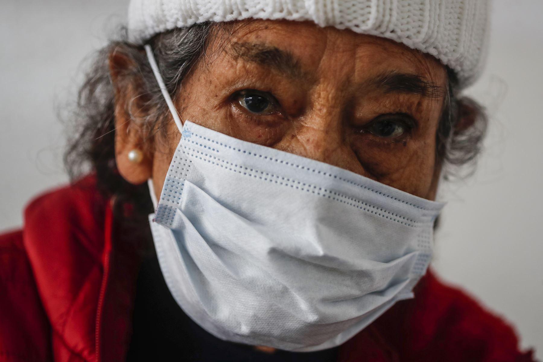 A partir de los 50 años la mortalidad por el covid-19 se incrementa rápidamente y después de 80 años es más elevada. Foto: ANDINA/Renato Pajuelo