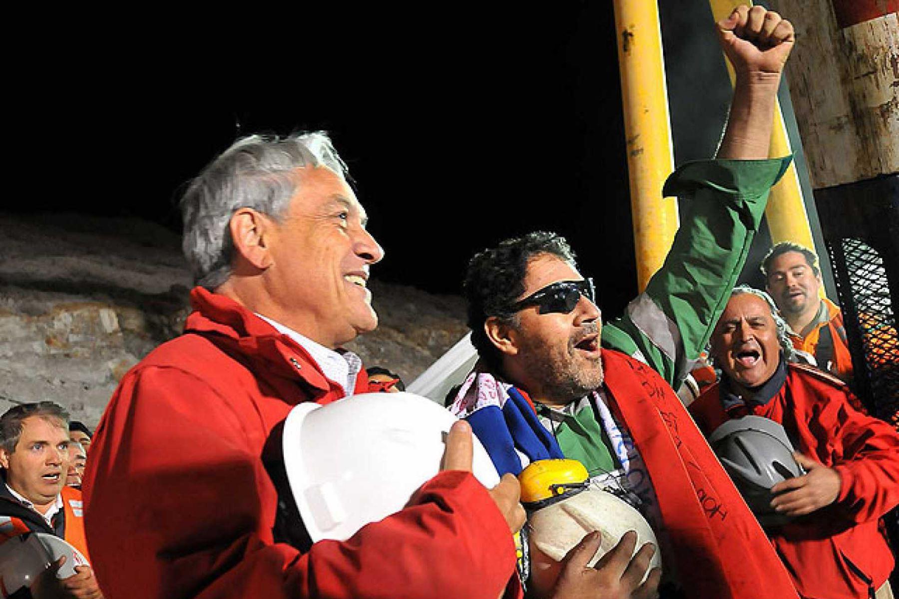 El presidente de Chile, Sebastián Piñera, estuvo presente, en su primer mandato, del rescate de los 33 mineros de Atacama. Foto: Internet