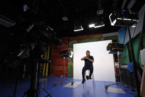 Moisés Piscoya: el intérprete de lengua de señas