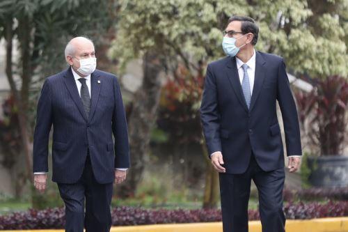 El presidente Martín Vizcarra acompañó al premier Pedro Cateriano hasta la salida de Palacio de Gobierno