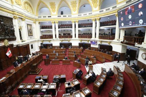 El jefe del Gabinete Ministerial,Pedro Cateriano, se presenta ante el Congreso para pedir el voto de confianza