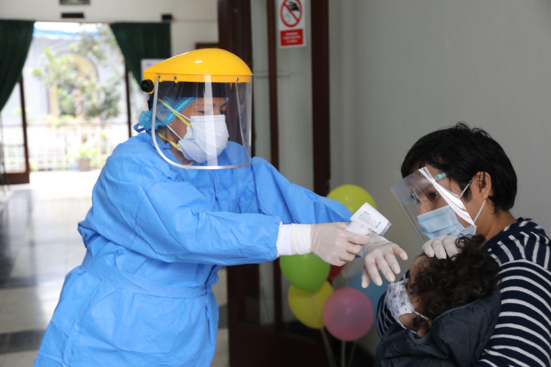 Red asistencial Rebagliati reactiva programa de inmunización y control de anemia para niños menores de 5 años  Foto: Essalud
