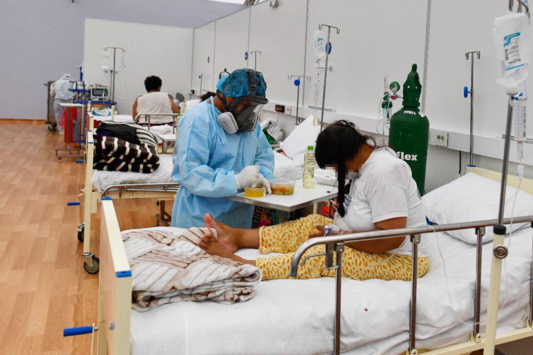 Diariamente la brigada médica conformada por cuarenta profesionales de la salud recorren atendiendo a  pacientes covid-19 en la Villa EsSalud Cerro Juli de la ciudad de Arequipa. Foto: Cortesía Diego Ramos Lupo