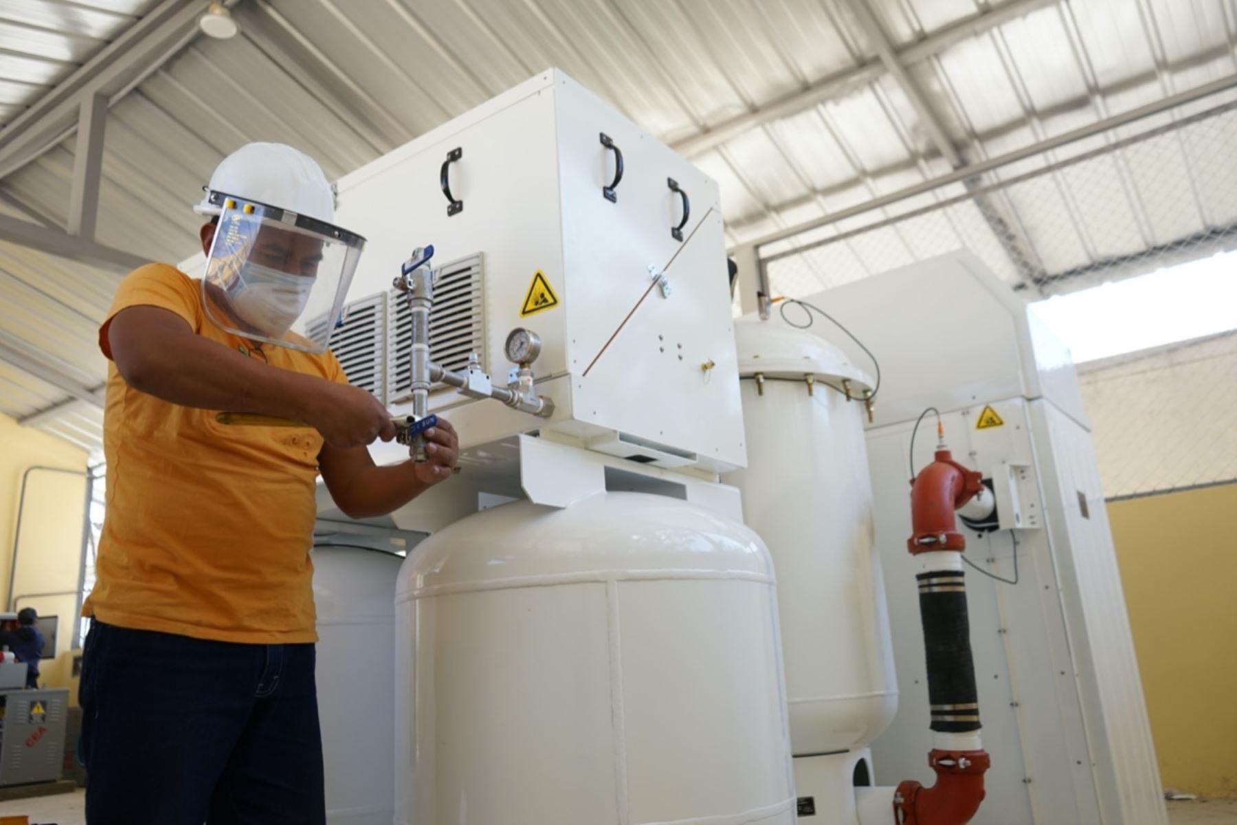 Planta donada por Newmont Yanacocha producirá 30 metros cúbicos de oxígeno medicinal por hora para pacientes covid-19 en Cajamarca.ANDINA/Difusión