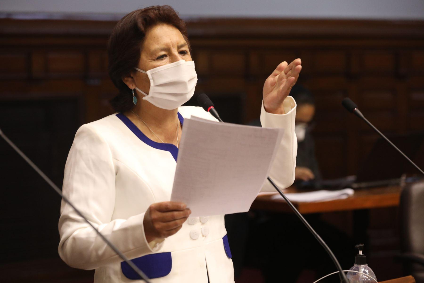 La legisladora Matilde Fernández interviene en el debate del Pleno del Congreso sobre voto de confianza a gabinete Cateriano. Foto: Congreso