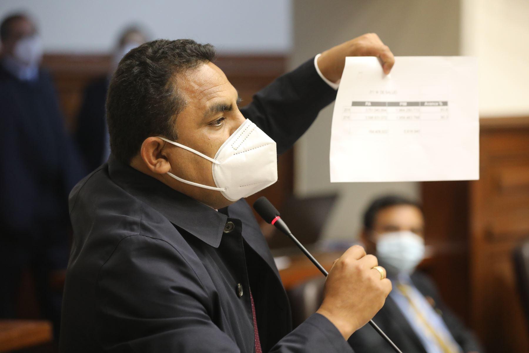 El legislador Aron Espinoza interviene en el debate del Pleno del Congreso sobre voto de confianza a gabinete Cateriano. Foto: Congreso