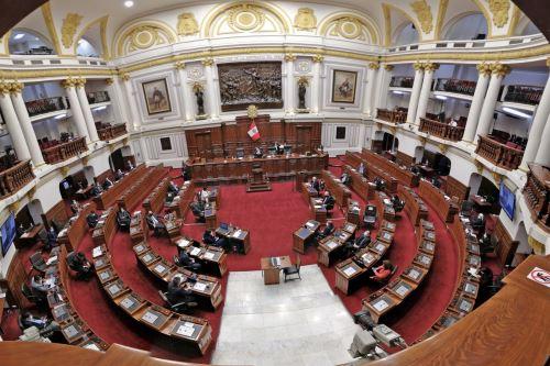 El jefe del Gabinete Ministerial,Pedro Cateriano expone  ante el Congreso para pedir el voto de confianza