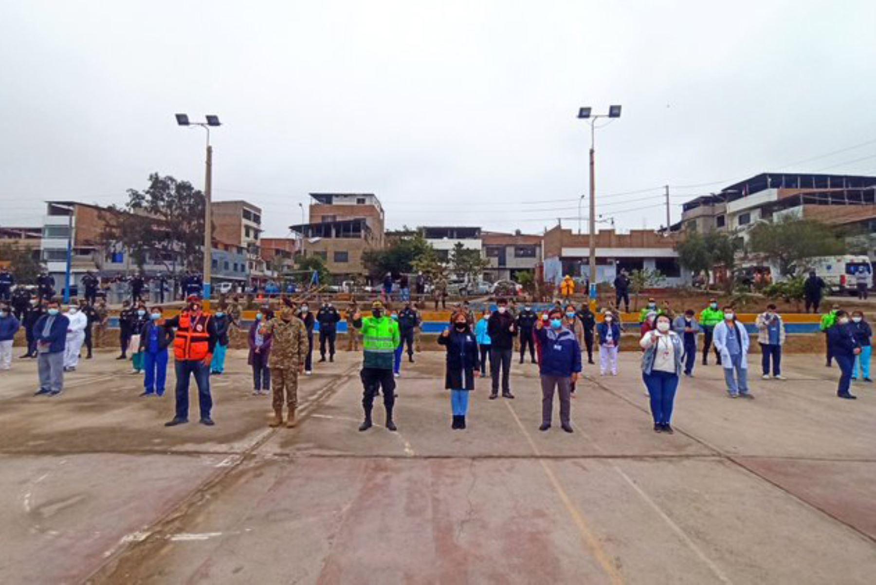 """Esta mañana se dio inicio a la tercera """"Operación Tayta"""" en Villa El Salvador. Los 15 equipos de respuesta rápida de DIRIS Lima Sur visitarán 220 personas vulnerables a fin de realizar evaluación médica y prueba de covid-19. Foto: @DIRISLimaSur"""