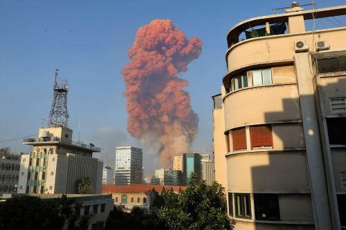 Dos explosiones dejan decenas de heridos en el puerto de Beirut, Líbano
