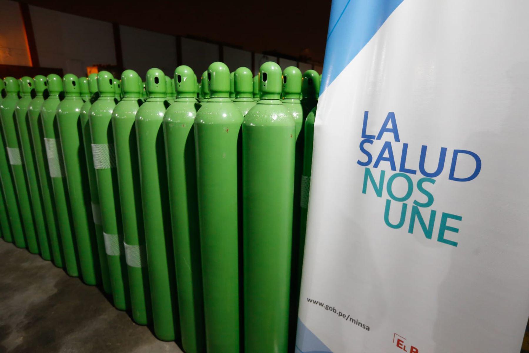 Los primeros 880 cilindros de oxígeno donados por Confiep ya se encuentran en el almacén principal del Minsa. Foto: ANDINA/Difusión