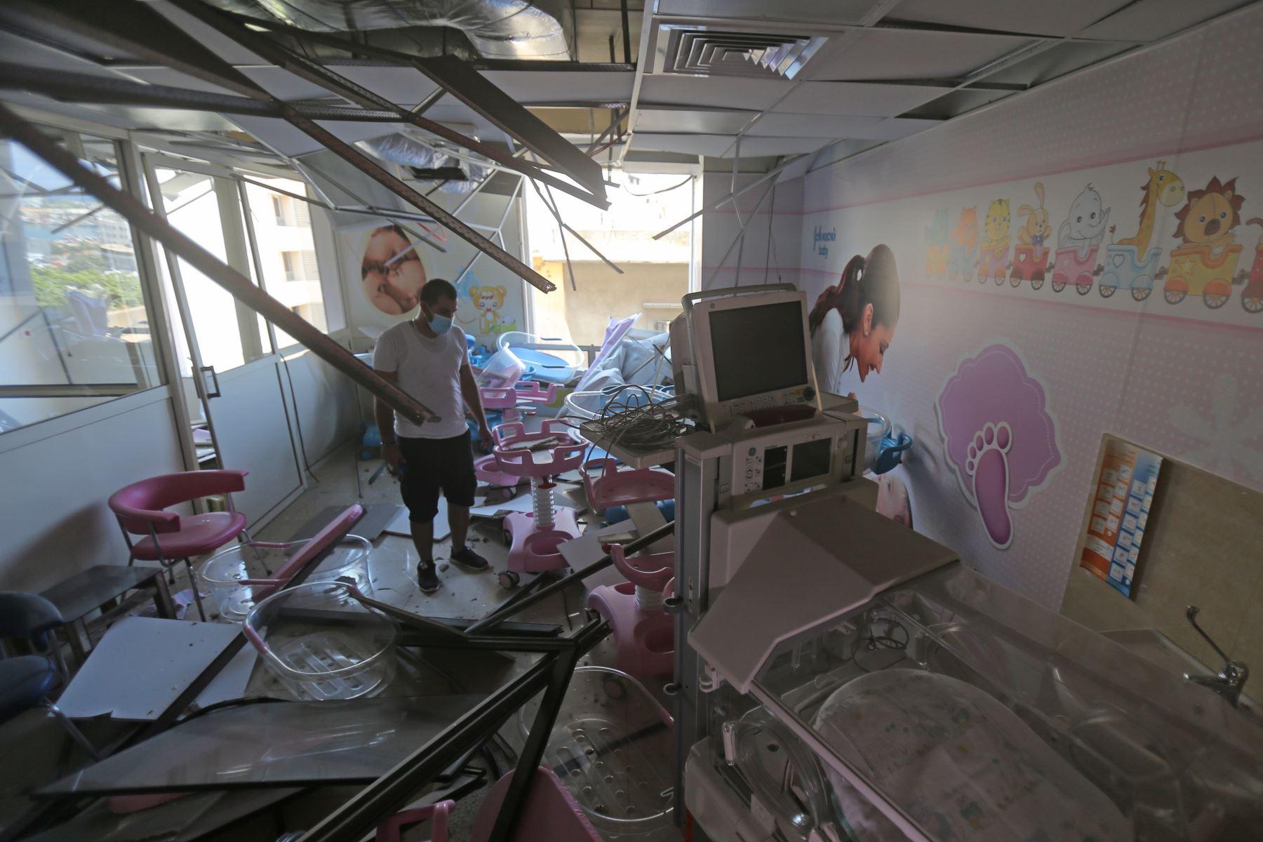 Daños en la zona de pediatria del hospital de Wardieh tras la explosión de ayer que arrasó la capital del Líbano y resultó de la ignición de un enorme depósito de nitrato de amonio en el puerto. Foto: AFP