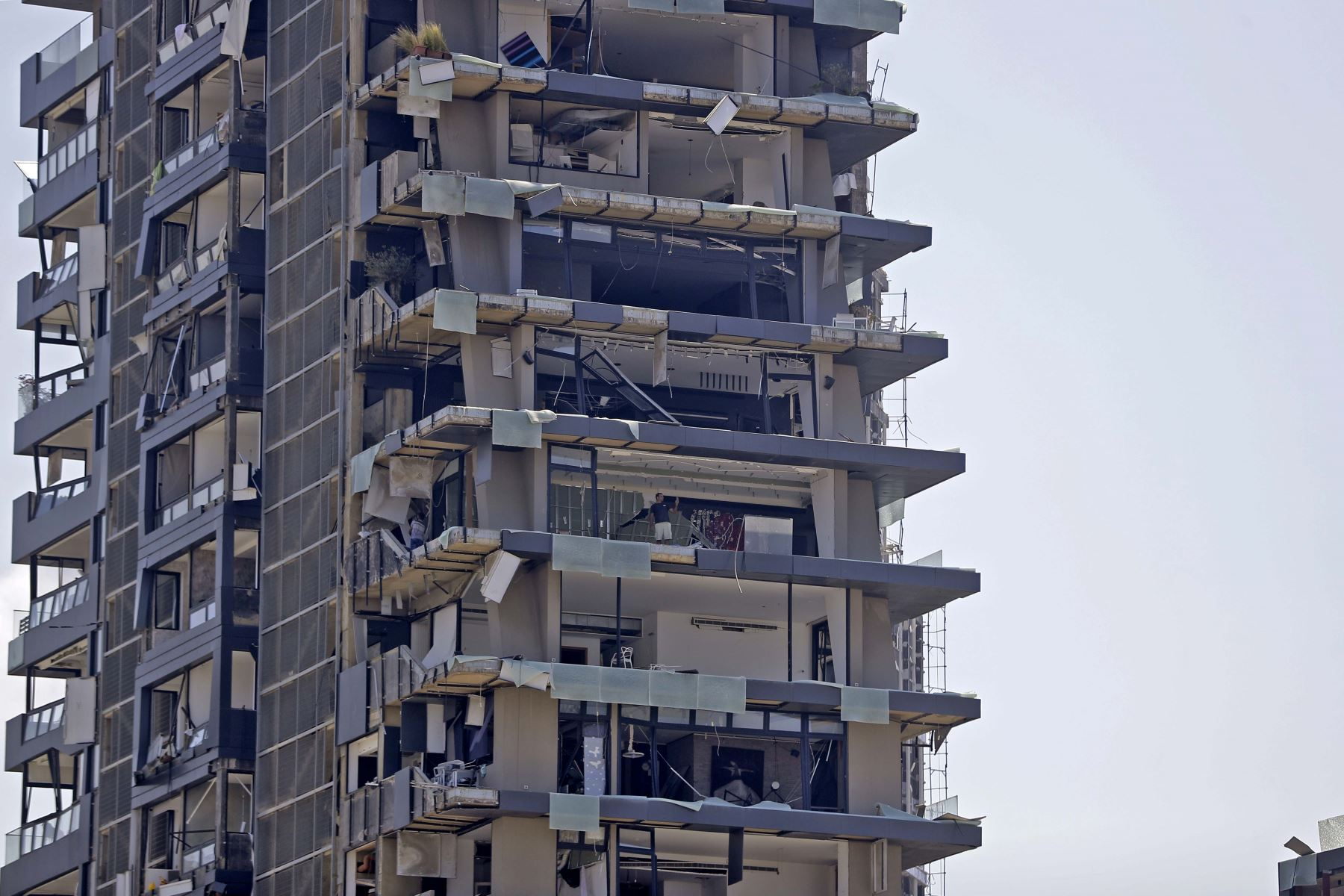 Edificios residenciales a la redonda también se vieron afectados tras la explosión en el puerto de Beirut. Foto: AFP