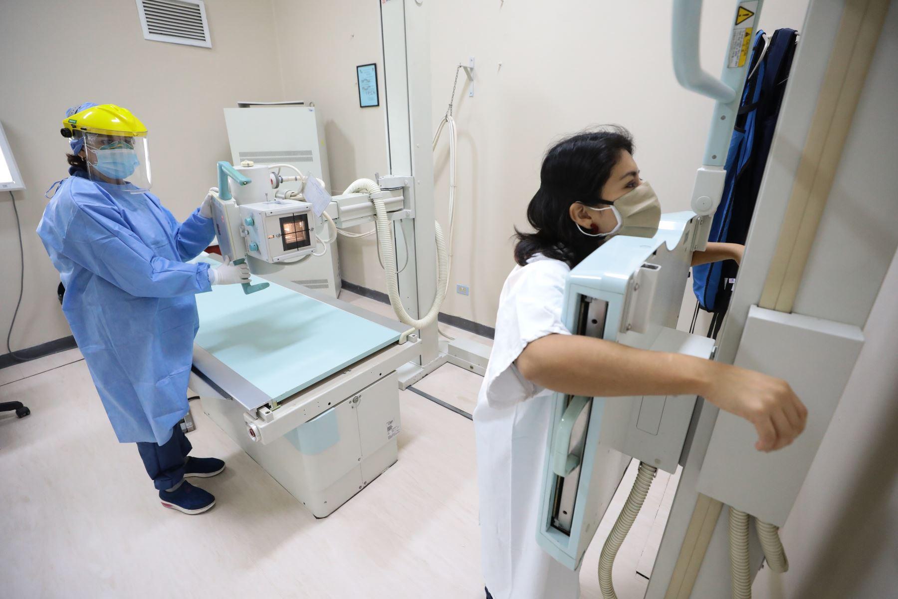 El COP cuenta con equipos de alta tecnología como Rayos X, Mamografía, Densitometría, Ecografía, que permitirán realizar un diagnóstico y tratamiento oportuno para la prevención del cáncer de mama, colón, cérvix, gástrico, próstata y piel. Foto: ANDINA/Essalud
