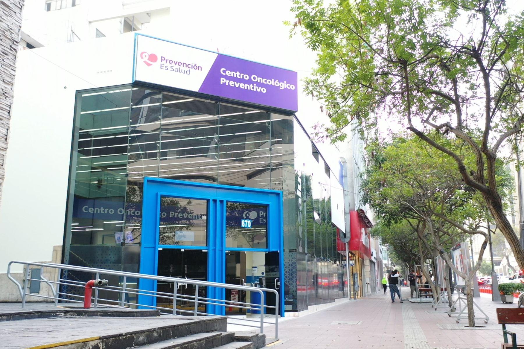 Primer Centro ubicado en Larco 670, Miraflores, cuenta con Farmacia y servicio delivery para la entrega de medicinas. Foto: ANDINA/Essalud
