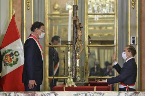Walter Martos jura como presidente del Consejo de Ministros