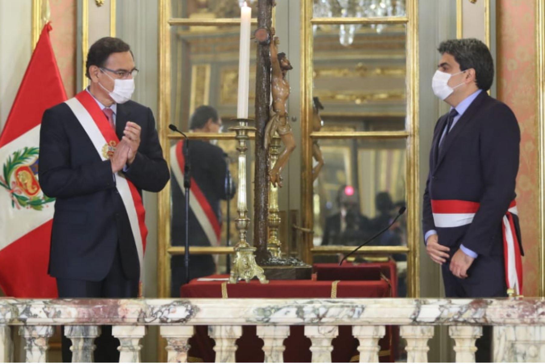 El presidente de la República, Martín Vizcarra, toma juramento a Martín Benavides como ministro de Educación.  Foto: ANDINA/ Prensa Presidencia