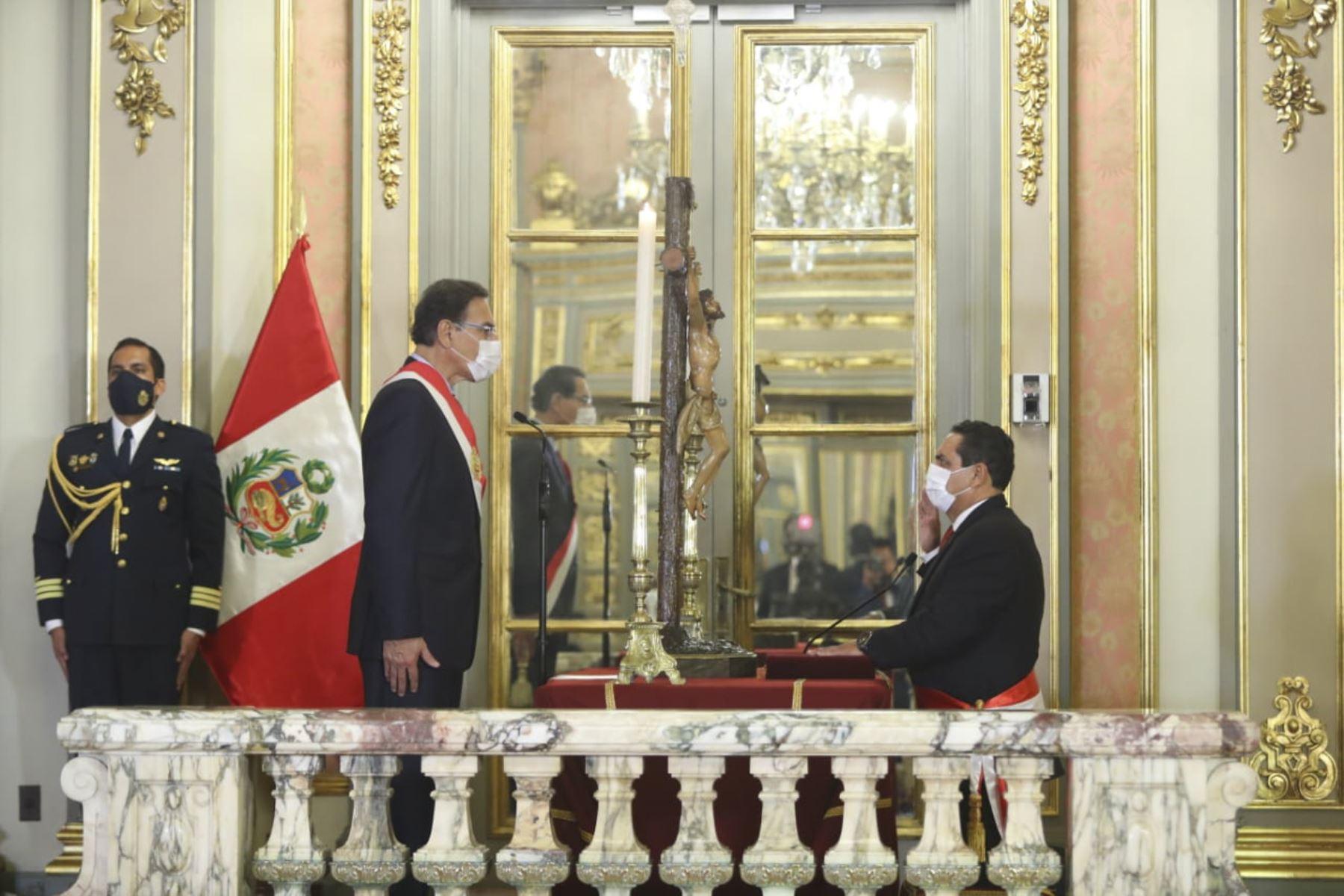El presidente de la República, Martín Vizcarra, toma juramento a  Jorge Montoya Perez como ministro del interior. Foto: ANDINA/ Prensa Presidencia