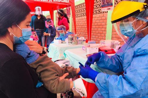 Diris Lima Sur brinda atención médica y vacunas a niños menores de 5 años, adultos mayores y gestantes  en San Juan de Miraflores